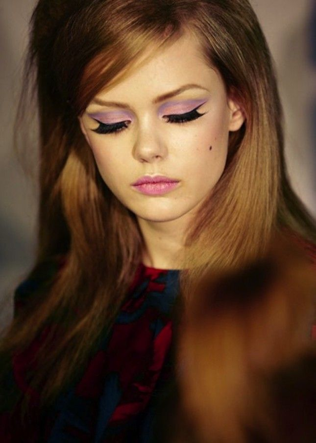 Pair a thin line of eyeliner with pastel shadow to achieve and soft but bold look.