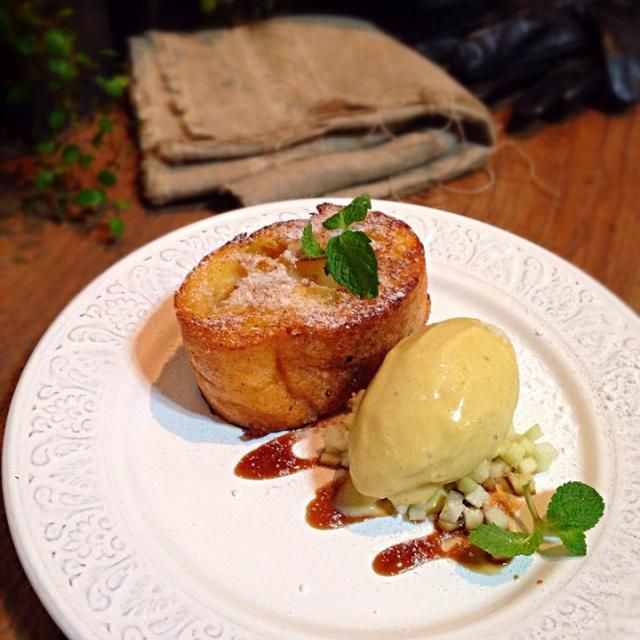 Sweet potato icecream,pain perdu,black sugar syrup Got a few 安納芋,love the sweetness of it,just have to make a dessert out of it... - 439件のもぐもぐ - 安納芋アイスクリーム、パン・ペルデュ、黑みつ by rick chan