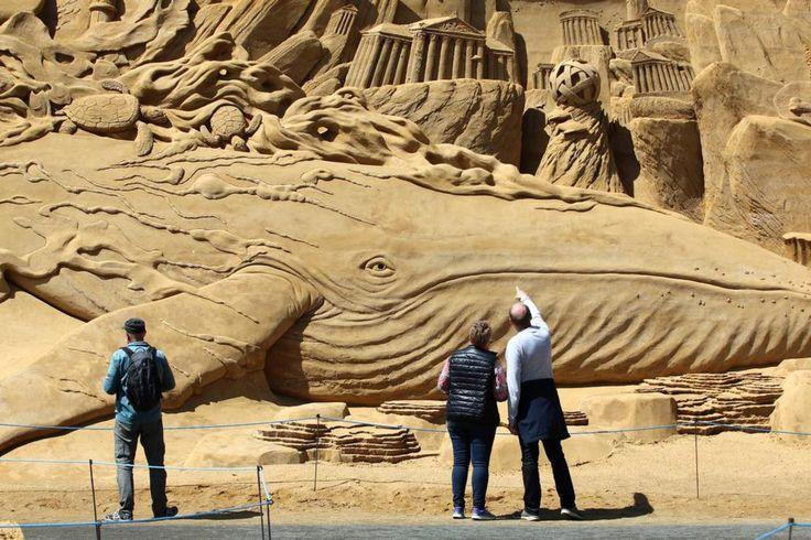 Esculturas de areia em homenagem à vida aquática
