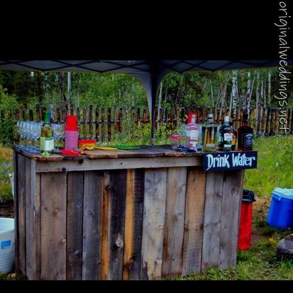 Wedding idea: wedding bar: Ideas Wedding, Outdoor Wedding Bar Ideas, Bar Weddingideas, Wedding Ideas, Barns Boards, Rustic Wedding Drinks Bar, Pallets Bar, Bar Drinks, Old Barns