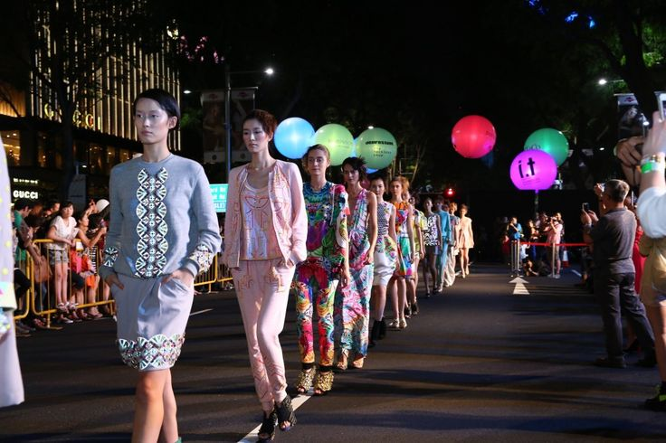 Fashion Step Out in Singapore #Airstar #lightingballoons #fashionshow #singapore #fashion #lighting #event