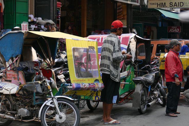 Medan, mit den kleinen Becaks durch das Verkehrschaos