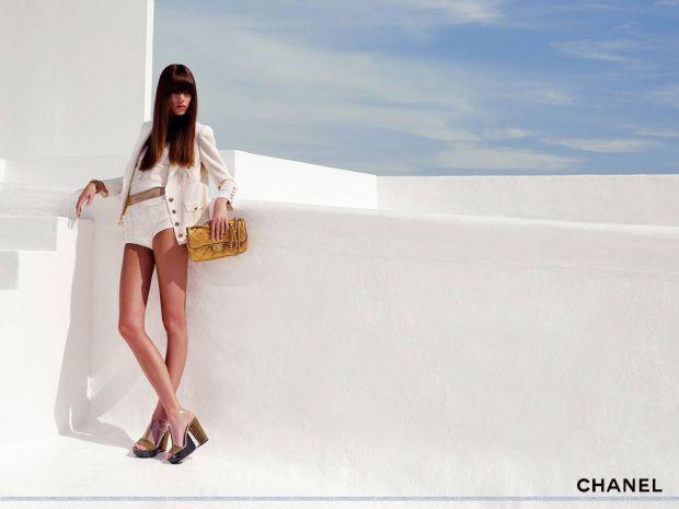 Nouvelle leçon : le blanc reste totalement tendance. Ce n'est pas parce que l'été est synonyme de couleurs qu'on ne peut pas se limiter à un blanc très pur et simple. #ete2012 #style