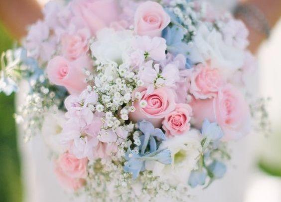 女の子の大好きなピンク♥とちょっぴり爽やかなブルーの組み合わせって可愛すぎますよね♡・゚。ウェディングドレスはもちろん、ブーケやネイルまで、こだわっちゃいましょ。.:* ピンク×水色で、1番可愛いアナタをコーディネート**。👰🏼 まずはウェディングドレスから♥  出典:ステラ・デ・リベロのドレスはコチラからcheck*♡.°⑅ 後ろ姿がとっても可愛いコチラのドレスは、ステラデリベロのもの♥シンデレラのようなプリンセスになりたいぜひオススメしたいとてもcuteなカラードレスですよね.*೨ *❤︎ステラの独創的なシルエットやデザインを楽しんで♡  出典:ステラ・デ・リベロのドレスはコチラからcheck*♡.°⑅ 水色のシフォンがとっても贅沢で、お花が最高に可愛いですよね⋆*⋆。*♡cuteすぎる花嫁さまの、とってもオシャレなコーディネートです♥  出典:Kasyosyuのドレスはコチラからcheck*♡.°⑅ 可愛い水色と紫・ピンクのグラデーションドレスも素敵ですよね♡胸元のパープルの小花が最高にオシャレで可愛すぎるんです(*˘︶˘*)…