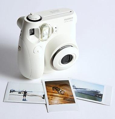 Fuji Instax mini aparat typu Polaroid