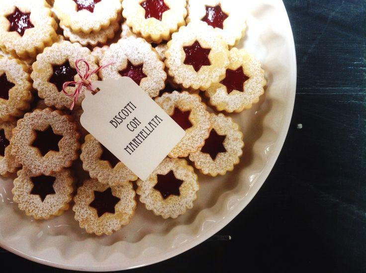 Biscotti con marmellata, Plätzchen, cookies with rasberry jam