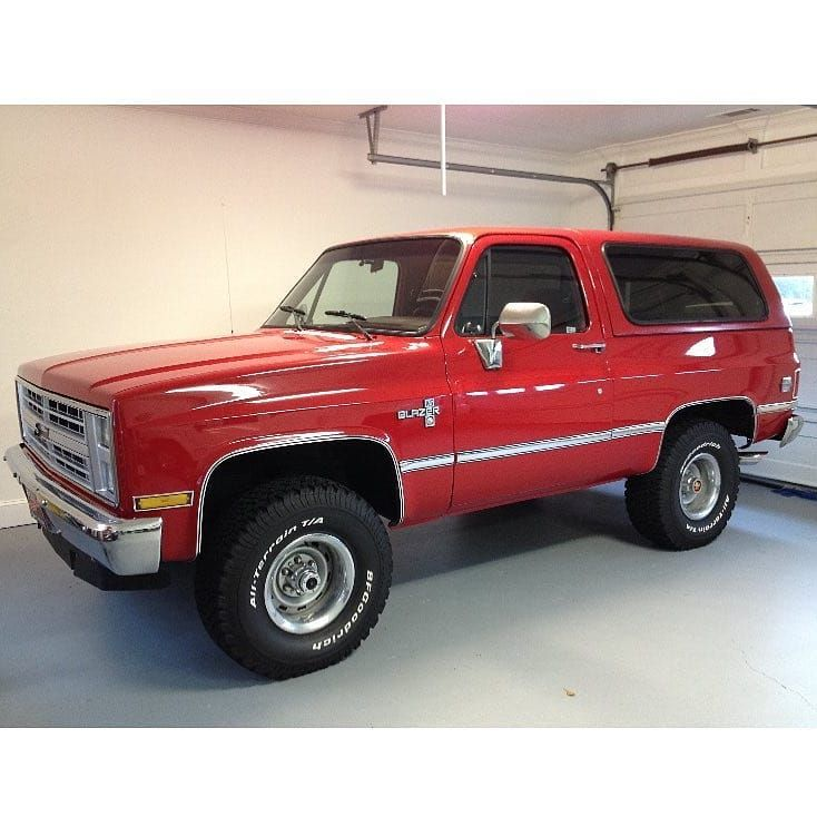 Squarebody Usa On Instagram What S In Your Garage Love This Beautiful Red 4x4 K5 Blazer From Birdmounta Classic Chevy Trucks Chevy Trucks Chevy Blazer K5