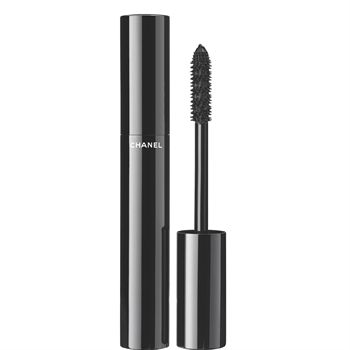 This high-precision mascara achieves instant volume and intensely lush colour in a single stroke. Its innovative formula expands, plumping lashes to their fullest. The exclusive new 'Snowflakes' brush combines long and short bristles to deliver an extreme, eye-opening effect.