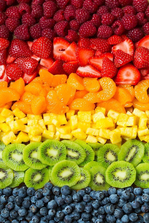 Fruit Pizza (Easy Recipe with Cream Cheese Frosting!) Cooking Classy is part of Fruit wallpaper - Fruit Pizza is so easy to make and everyone both young and old alike will absolutely love it! You get a chewy sugar cookie base that's covered with a Fruit And Veg, Fruits And Vegetables, Fresh Fruit, Colorful Fruit, Fun Fruit, Fruit Food, Mixed Fruit, Exotic Fruit, Fruit Art