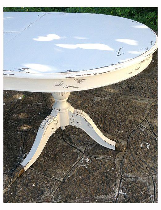 Mesa antiga pintada a branco decapé