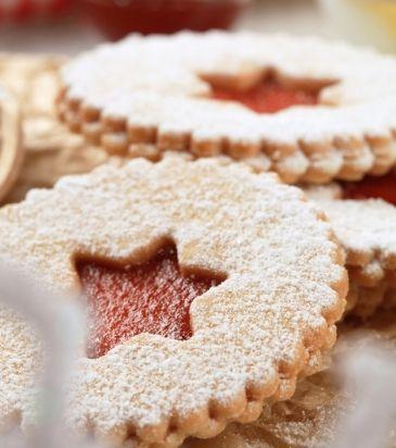 Μπισκότα με κανέλα, τζίντζερ και φουντούκια, γεμιστά με μαρμελάδα από κόκκινα φρούτα | Γιάννης Λουκάκος