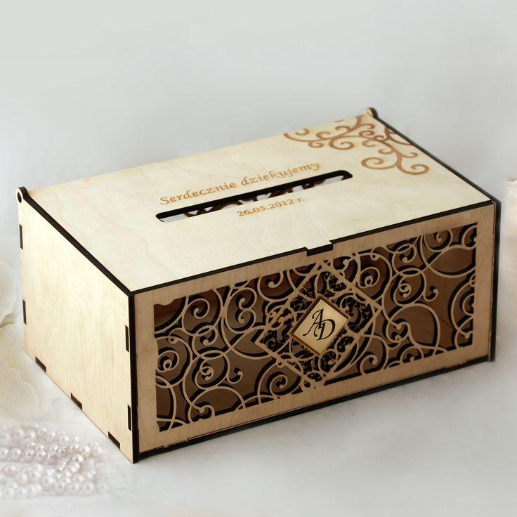 Wycinane laserowo, drewniane pudełka na koperty z pieniędzmi lub z życzeniami od gości ślubnych.