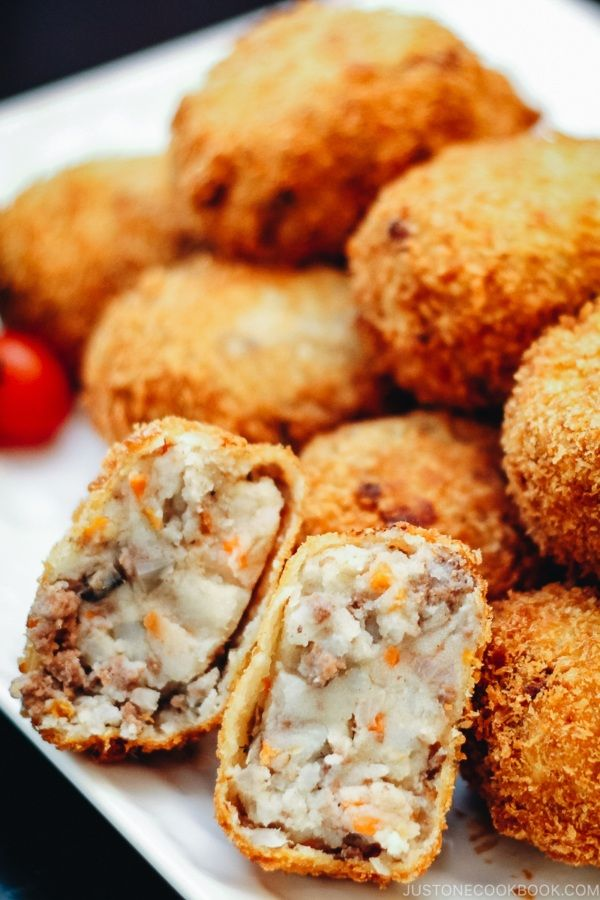 Korokke Japanese Potato And Ground Beef Croquettes Justonecookbook Croquettes Food Recipes
