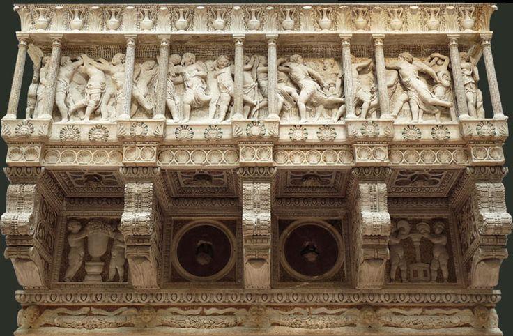 Кафедральный музей. The chorus by Donatello.