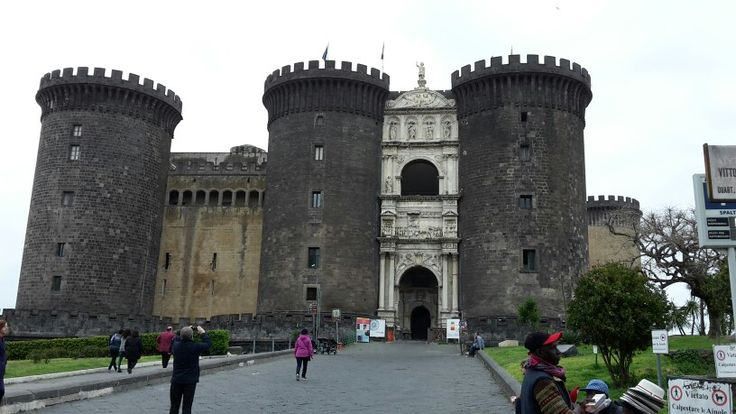 Maschio Angioino, Napoli