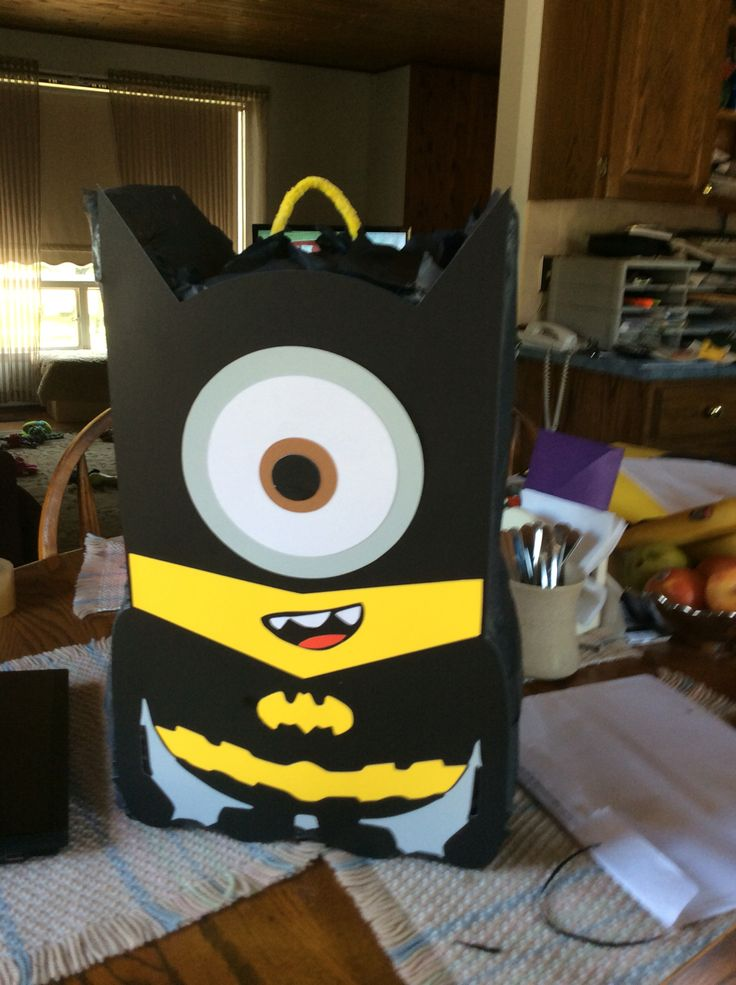 Batman minion piñata