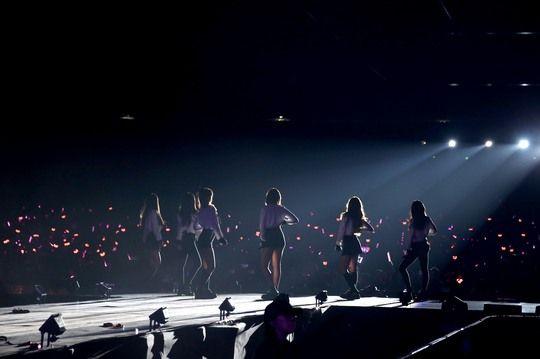 APink Stops in Hong Kong for Their 'Pink Aurora' Tour | Koogle TV