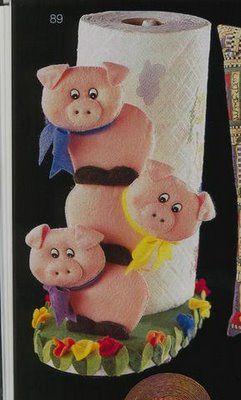 Pigs paper towel holder