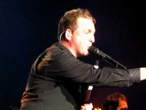Johnny Reid - Walking On Water (live) - St. John's, NL
