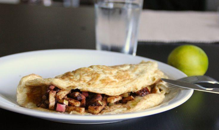Omelet med æble og kanel