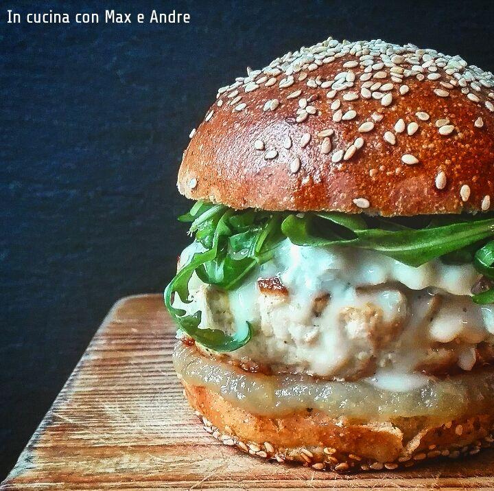 Renetta Burger - Appuntamento della domenica sera... prepararsi un buon hamburger... lo si costruisce pezzo per pezzo, scegliendo gli ingredienti...