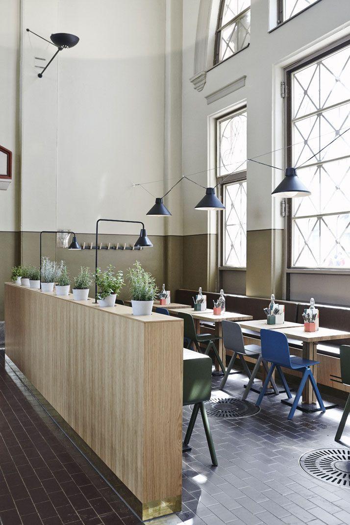 À Helsinki , le Story a été rénové par les architectes du studio Joanna Laajisto qui ont joué la carte du mélange des styles rétro et contemporain.