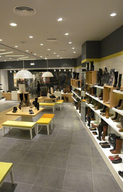 Elle Shoes tasarım ayakkabılar üreten, ağırlıklı genç müşteri yelpazesi ile ayakkabı sektörünün lider markalarından.Yeni konseptinde bu genç çizgisinden uzaklaşmadan,ürünlerinin iyi aydınlatılmasını,firmanın ürünlerinde kullandığı renk kartelasının trend …