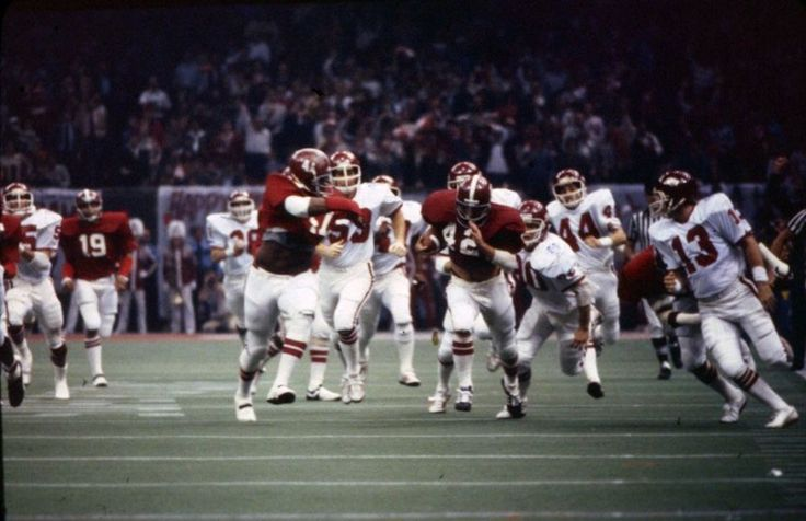 Alabama's Major Ogilvie (42) breaks free down the sideline against Arkansas in the Sugar Bowl at the Louisiana Superdome in New Orleans on Jan. 1, 1980. Alabama won the game 24-9. (Birmingham News file) #Alabama #RollTide #Bama #BuiltByBama #RTR #CrimsonTide #RammerJammer