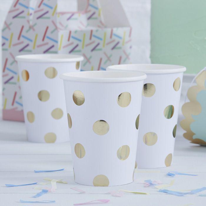 Süße Becher mit Goldpunkten als perfekte Dekoration für die Hochzeitsfeier oder eine Geburtstagsparty. Pick & Mix Becher Goldpunkte bei www.party-princess.de