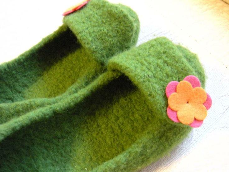 Come realizzare stivali e pantofole riciclando la lana dei vecchi maglioni