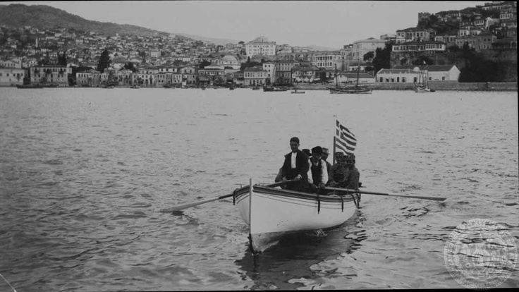 Kavala being adorned with the Greek flag after liberation from the Ottoman Turkish yolk 1913 - Liberated Greece from Ottoman yolk - History of Macedonia the kingdom of Greece in Modern Times  #History #Macedonia #Greece #modern #Times #Liberated from #ottoman #yolk #Thessaloniki #Thassos #Florina #Kastoria #Drama #Kavala #Serres #Pella #Vergina #Veroia #Imanthia #Athos #Chalkidiki
