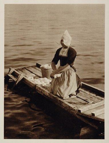 LAUNDRY~1930 Dutch Woman Laundry Zuiderzee Volendam Holland