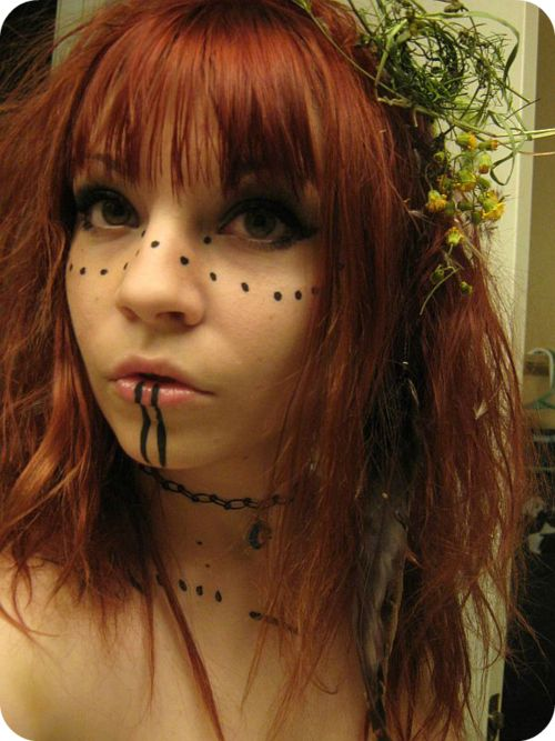 Such simple makeup, but I love it. Now to make a character who would logically do something like this...