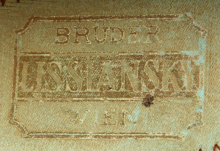 Shoe-Icons / Обувь / Атласные туфли цвета слоновой кости на французском каблуке с высокой пяткой. Передняя шнуровка крест-накрест на 3 пары блочек.