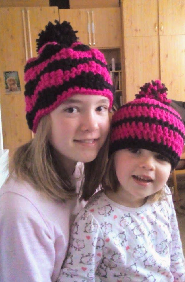 Lányaim és az új sapik (bojtot is rendeltek rá)