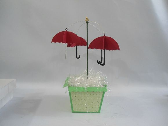 http://www.elo7.com.br/cachepo-guarda-chuva-pinoquio/dp/49B5C5 Cachepo com guarda chuvas do grilo falante  Produzida em papeis de alta gramatura    ideal para festa pinoquio