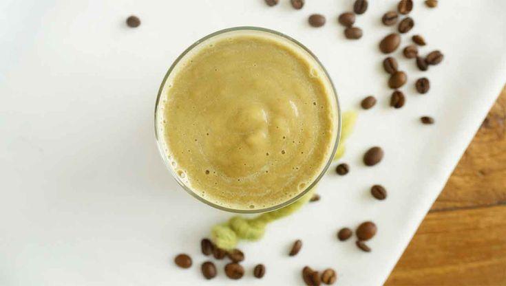 Ja, richtig gehört: Kaffee mit Avocado! Klingt verrückt, aber der Kaffee in Kombination mit den guten Fetten der Avocado schmeckt unbeschreiblich.