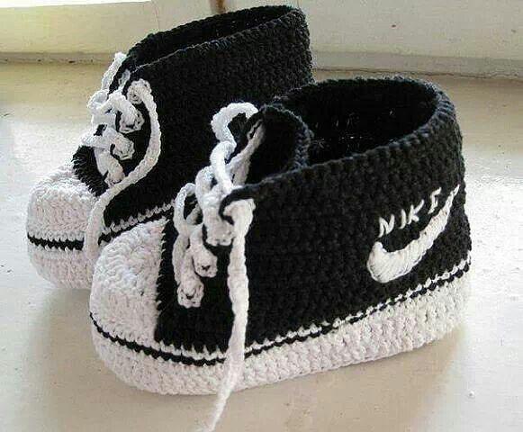 -Crochet-Nike-Inspirado-Baby-botines sin patrón                                                                                                                                                                                 Más
