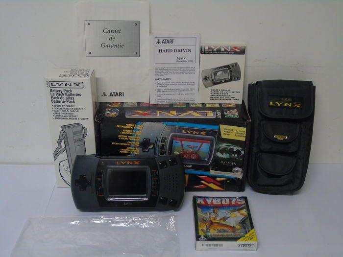 Atari Lynx 2 boxed met een spel Xybots Battery Pack en reistas  Game console in zeer goede staat en een nieuw spel in blister open eens.De doos is in goede conditie voor haar leeftijd en compleet met boek van garantie aankondigingen.Boek ook met een nieuwe batterij pack in de verpakking en een zak lynx met haar zeer zeldzame pinnen.hartelijk  EUR 95.00  Meer informatie
