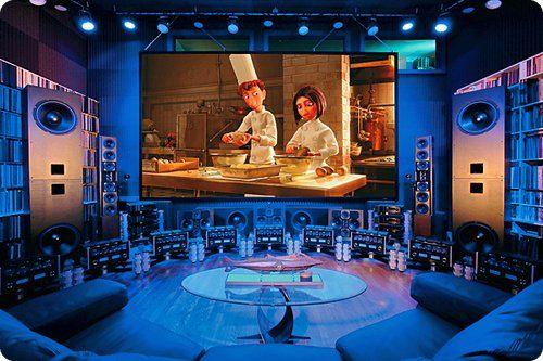 Qu'ils s'agissent d'installations home cinéma de passionnés (et très fortunés), ou de mini salles de projections privées de studios de cinéma, ces décorations feront passer votre nouveau salon pour un