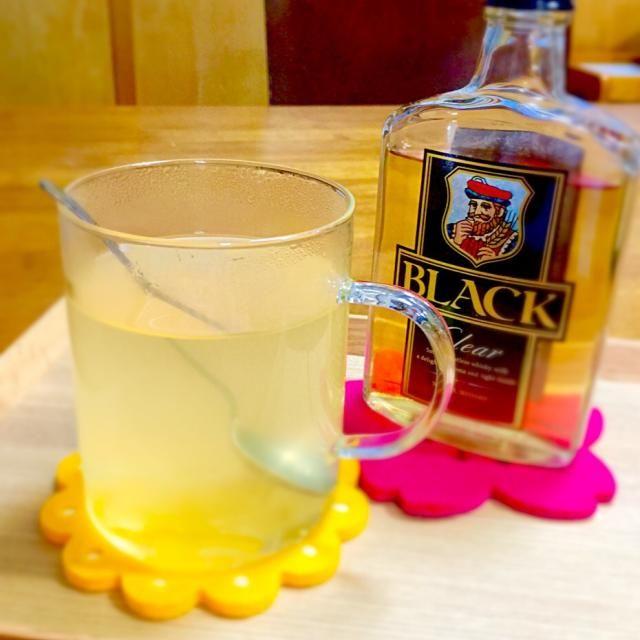 マッサンの中でエリーさんが風邪引きの人たちに作ってあげていたホットテディーを飲んでみたくて、ウイスキーを買ってきました。 美味しかった〜( ̄▽ ̄)お代わりしちゃいました! ドラマの中でエリーさんがマーマレードを使っていたのを真似てます。(⊹^◡^)ノo.♡゚。* 詳しいレシピをまとめたサイト↓ http://matome.naver.jp/m/odai/2141533116353920001 - 12件のもぐもぐ - エリーさんのホットテディー♡ by mframboise