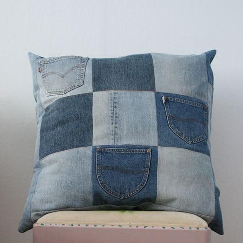 Recycled jeans pillow  (projects, crafts, DIY, do it yourself, interior design, home decor, fun, creative, uses, use, ideas, inspiration, 3R's, reduce, reuse, recycle, used, upcycle, repurpose, handmade, homemade, materials, denim)