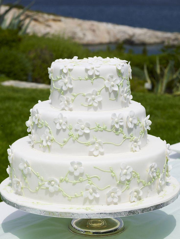 A simple but so beautiful cake http://www.instyle.gr/photo-gallery/gamos-se-nisi-trapezi-pou-tha-afisi-istoria/