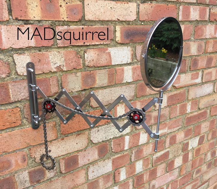 Extending Mirror with Cycling Chain to close it.