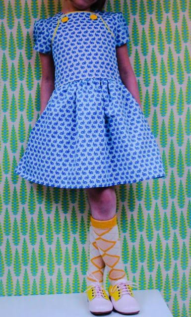 Dorothée is one of those bloggers I admire a lot. She's super creative and her pictures are always perfectly styled! For my contest the made this 'upside down Louisa' as she calls it. A beautiful hack that I will surely make myself. This is on top of my... #contributors #louisadress #patternhack