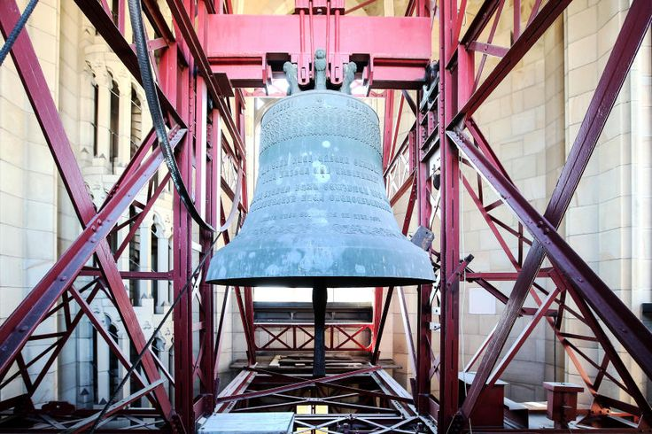 """1902: Die neuen Linzer Domglocken werden geweiht. Seither schauen die """"Immaculata"""" und ihre sechs Schwestern auf eine bewegte Vergangenheit. Mehr dazu hier: http://www.nachrichten.at/nachrichten/150jahre/ooenachrichten/Glockenstuhl-und-Eiffelturm;art171762,1653266 (Bild: Weihbold)"""