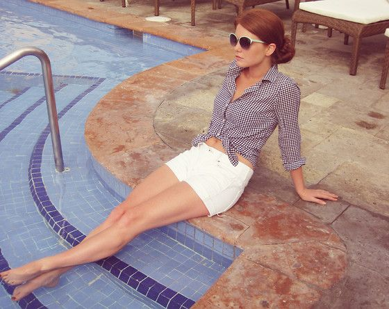 This outfit is perfect for relaxing poolside at a #Sailrock villa!