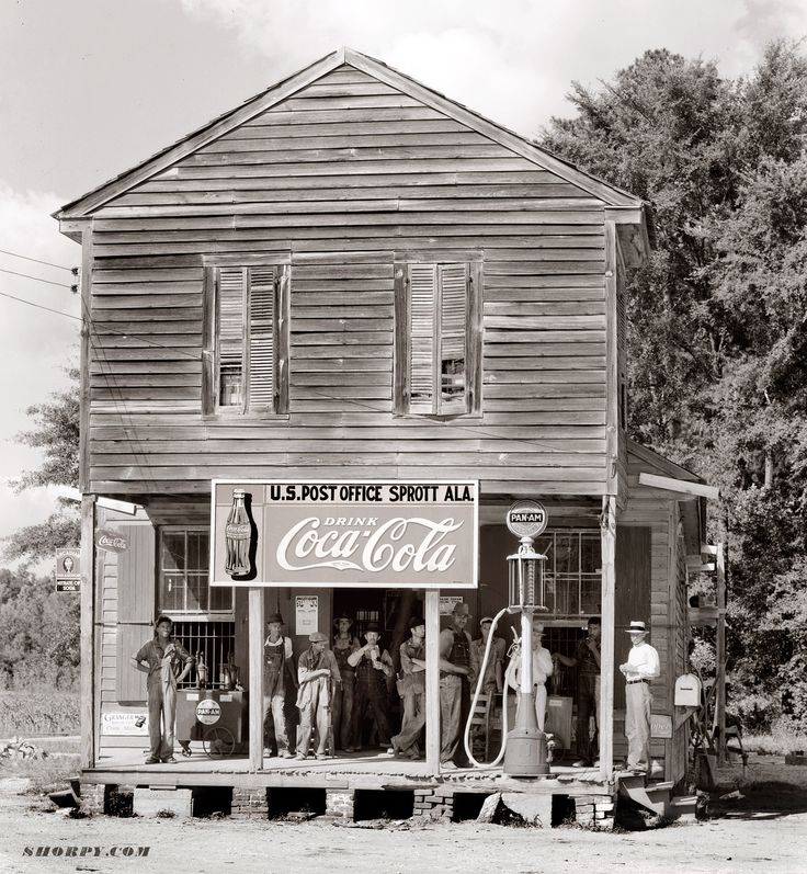 Crossroads store at Sprott, Alabama. 1935 or 1936. Photograph by Walker Evans