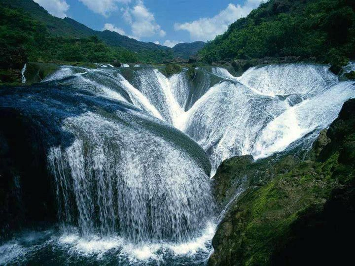 Wow... The Pearl Waterfall in China... ♥