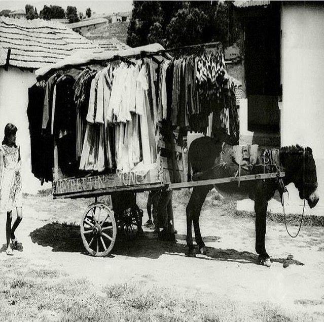 Hayrettin Yonco'nun elbise, fistan seyyar (sıcak satış) satış arabası.